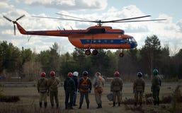 Helicóptero do transporte aterrado no aeródromo Fotos de Stock