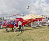 Helicóptero do vermelho de Enstrom 480B Imagem de Stock