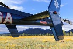 Helicóptero e montanhas Foto de Stock Royalty Free