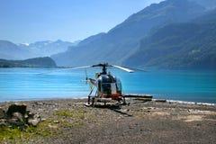 Helicóptero em montanhas suíças Foto de Stock Royalty Free