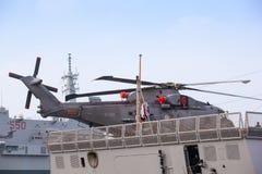 Helicóptero en el Frigata Virginio Fasan Imagen de archivo libre de regalías