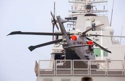 Helicóptero en el Frigata Virginio Fasan Imagenes de archivo