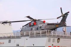 Helicóptero en el Frigata Virginio Fasan Imágenes de archivo libres de regalías
