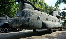 Helicóptero en el museo los remanente de la guerra Imagenes de archivo