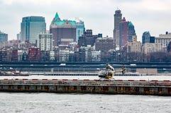 Helicóptero en helipuerto en Nueva York foto de archivo libre de regalías
