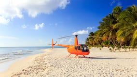 Helicóptero en la playa del Caribe Imagen de archivo libre de regalías