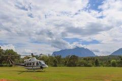 Helicóptero en la tierra Foto de archivo