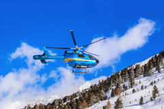 Helicóptero en montañas - Obergurgl Austria Fotografía de archivo libre de regalías