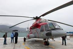Helicóptero Mi-8 AMT da finalidade do russo multi em uma área de exposição Foto de Stock Royalty Free