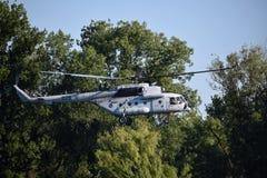 Helicóptero militar en la acción Imagen de archivo