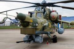 Helic?ptero militar moderno en el estacionamiento, Rusia fotografía de archivo