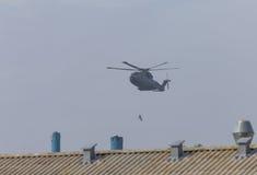 Helicóptero militar na ação Foto de Stock Royalty Free