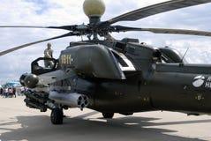Helicóptero militar no salão de beleza aeroespacial internacional MAKS-2017 de MAKS imagens de stock