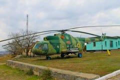 Helicóptero militar soviético no parque Yuzhnoukrainsk, Ucrânia fotografia de stock royalty free