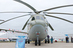 Helicóptero militar verde e cinzento Fotografia de Stock Royalty Free