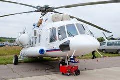 Helicóptero militar verde e cinzento Fotografia de Stock