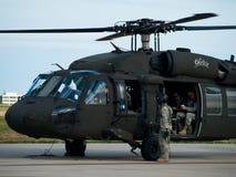 Helicóptero negro del halcón fotografía de archivo libre de regalías