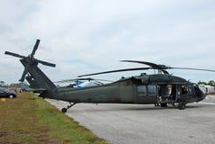 Helicóptero negro del halcón de Sikorsky UH-60 Foto de archivo