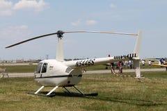 Helicóptero no campo Fotografia de Stock Royalty Free