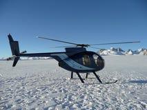 Helicóptero no cozinheiro do Mt Fotos de Stock Royalty Free