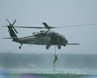 Helicóptero preto do falcão de UH 60 Fotografia de Stock