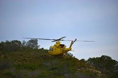 Helicóptero que equilibra en una repisa Foto de archivo