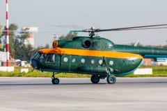 Helicóptero que lleva en taxi en el aeropuerto Foto de archivo libre de regalías