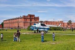 Helicóptero ruso en St Petersburg, Rusia Foto de archivo