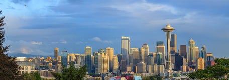 Helicóptero sobre a cidade de Seattle Imagem de Stock