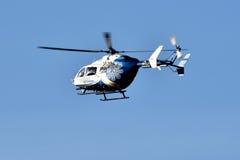 Helicóptero usado para las emergencias médicas en vuelo Imagen de archivo