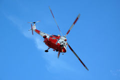 Helicóptero W3A Sokol en el cielo azul fotografía de archivo
