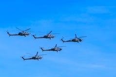 2 helicópteros de ataque de Mi-28N (estrago) Imagen de archivo