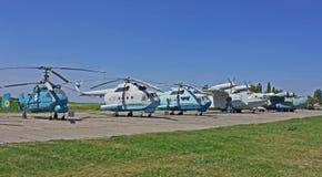 Helicópteros de los aeroplanos en el museo de la aviación Imágenes de archivo libres de regalías