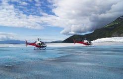 Helicópteros en un glaciar Foto de archivo libre de regalías