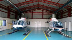 Helicópteros no hangar Fotografia de Stock
