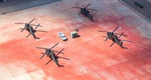 Helicópteros parqueados en la pista de despeque Fotografía de archivo libre de regalías