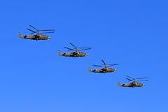 Helicópteros rusos Ka-52 en vuelo Imagen de archivo libre de regalías