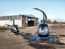 Helicópteros y hangar Imagenes de archivo