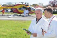 Helicopte prepara per il corso aromedical di formazione dell'evacuazione di emergenza fotografia stock libera da diritti