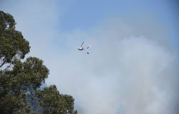 Helicopter firefighting on Grizzly Peak Royalty Free Stock Photos