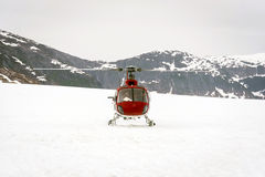 Helicopter landing on glacier i Royalty Free Stock Photography