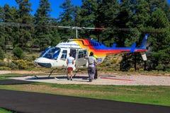 Helicóptero de visita turístico de excursión Imagen de archivo