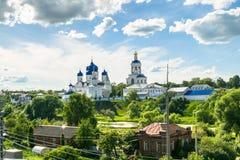 Helig Bogolyubovo kloster i den soliga sommardagen, Vladimir region, Ryssland Arkivbilder