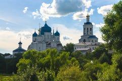Helig Bogolyubovo kloster i den soliga sommardagen, Vladimir region, Ryssland Fotografering för Bildbyråer