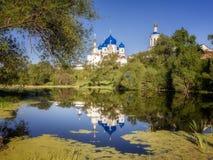 Helig Bogolyubsky för reflexion kloster arkivbild
