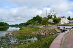 Helig Dormition domkyrka på ovannämnt blivit grund västra för antagandekulle royaltyfria foton