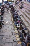 Helig mat på ghatsna av Varanasi Royaltyfria Foton