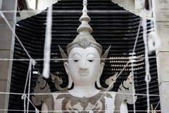 Helig tråd i ritual för Sèup chata arkivbilder