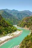 Heliga Ganges River flödar i en dal, Indien Royaltyfria Bilder