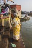 Heligt bad i floden Ganges Arkivbild